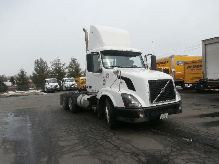 Day Cab Tractor-Heavy Duty Tractors-Volvo-2011-VNL64T300-CARLISLE-PA-384,717 miles-$25,750