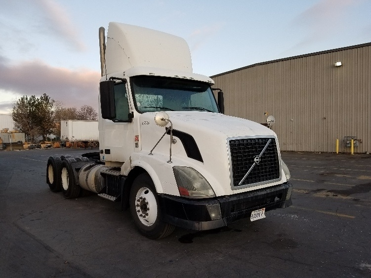 Day Cab Tractor-Heavy Duty Tractors-Volvo-2011-VNL64T300-SPARKS-NV-333,875 miles-$35,250