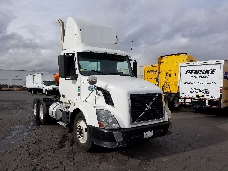 Day Cab Tractor-Heavy Duty Tractors-Volvo-2011-VNL64T300-SPARKS-NV-583,335 miles-$28,500