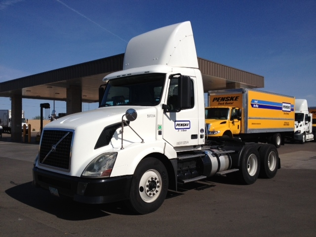 Day Cab Tractor-Heavy Duty Tractors-Volvo-2011-VNL64T300-PHOENIX-AZ-325,120 miles-$36,250