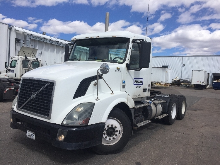 Day Cab Tractor-Heavy Duty Tractors-Volvo-2011-VNL64T300-DENVER-CO-206,049 miles-$44,000