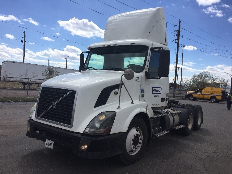 Day Cab Tractor-Heavy Duty Tractors-Volvo-2011-VNL64T300-DENVER-CO-215,427 miles-$39,000