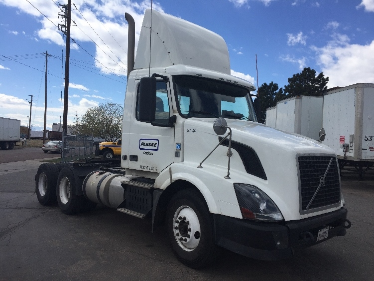 Day Cab Tractor-Heavy Duty Tractors-Volvo-2011-VNL64T300-DENVER-CO-283,626 miles-$39,500