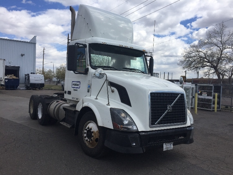 Day Cab Tractor-Heavy Duty Tractors-Volvo-2011-VNL64T300-DENVER-CO-249,378 miles-$43,500