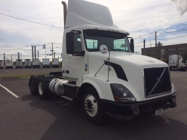 Day Cab Tractor-Heavy Duty Tractors-Volvo-2011-VNL64T300-LINDEN-NJ-163,997 miles-$38,500