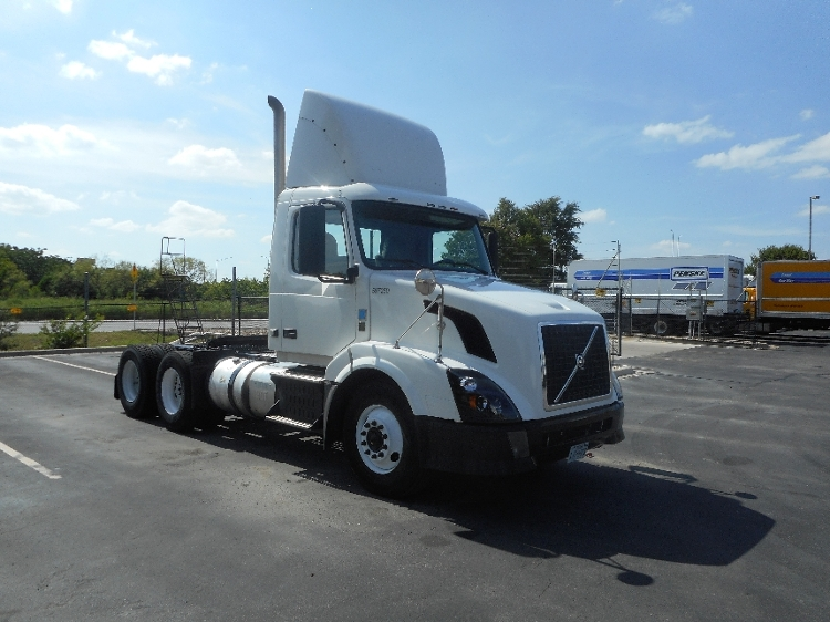Day Cab Tractor-Heavy Duty Tractors-Volvo-2011-VNL64T300-AUSTIN-TX-542,753 miles-$31,750