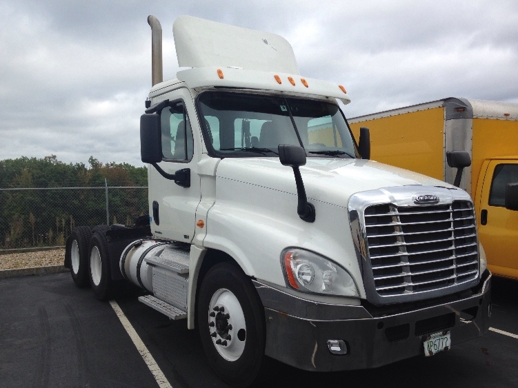 Day Cab Tractor-Heavy Duty Tractors-Freightliner-2011-Cascadia 12564ST-LONDONDERRY-NH-345,723 miles-$31,000