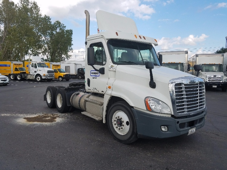Day Cab Tractor-Heavy Duty Tractors-Freightliner-2011-Cascadia 12564ST-KANSAS CITY-MO-376,257 miles-$28,750