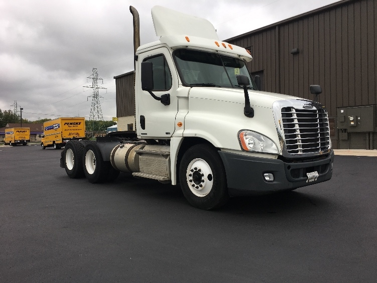Day Cab Tractor-Heavy Duty Tractors-Freightliner-2011-Cascadia 12564ST-NEENAH-WI-475,816 miles-$40,500