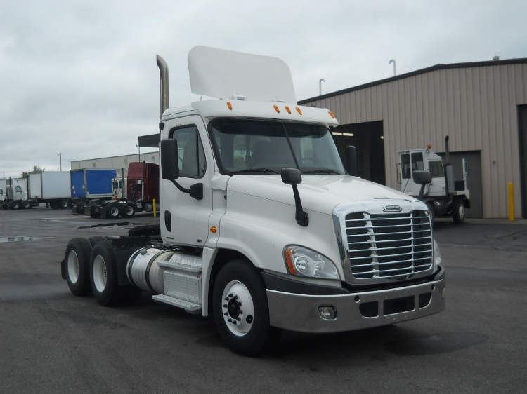 Day Cab Tractor-Heavy Duty Tractors-Freightliner-2011-Cascadia 12564ST-MIDDLEFIELD-OH-285,350 miles-$29,250