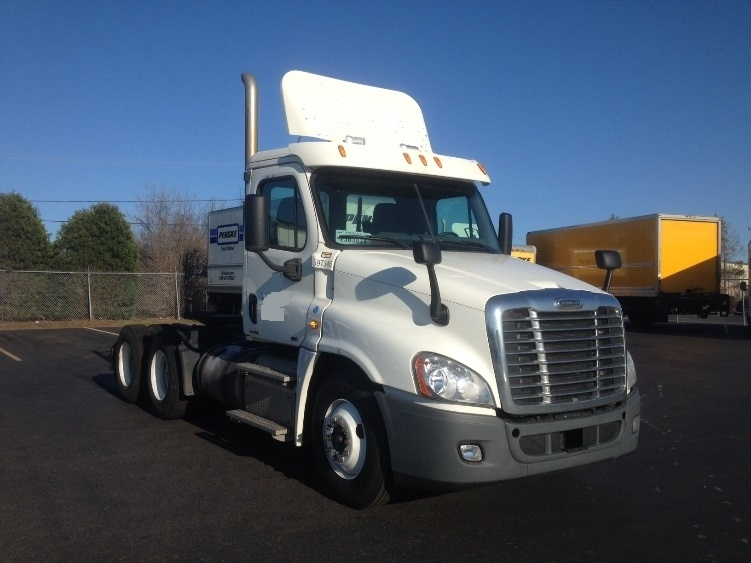 Day Cab Tractor-Heavy Duty Tractors-Freightliner-2011-Cascadia 12564ST-EAST WINDSOR-CT-605,200 miles-$25,250