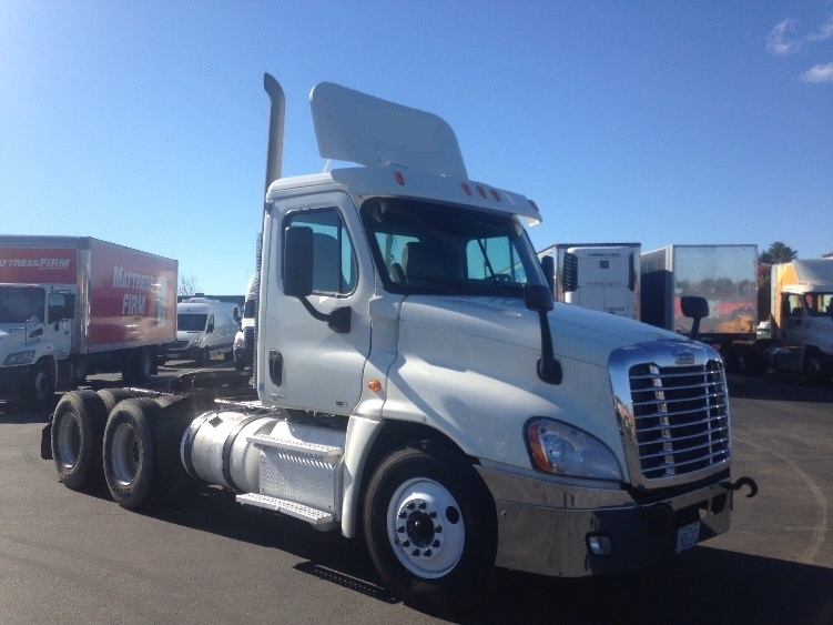Day Cab Tractor-Heavy Duty Tractors-Freightliner-2011-Cascadia 12564ST-SCARBOROUGH-ME-425,512 miles-$39,750