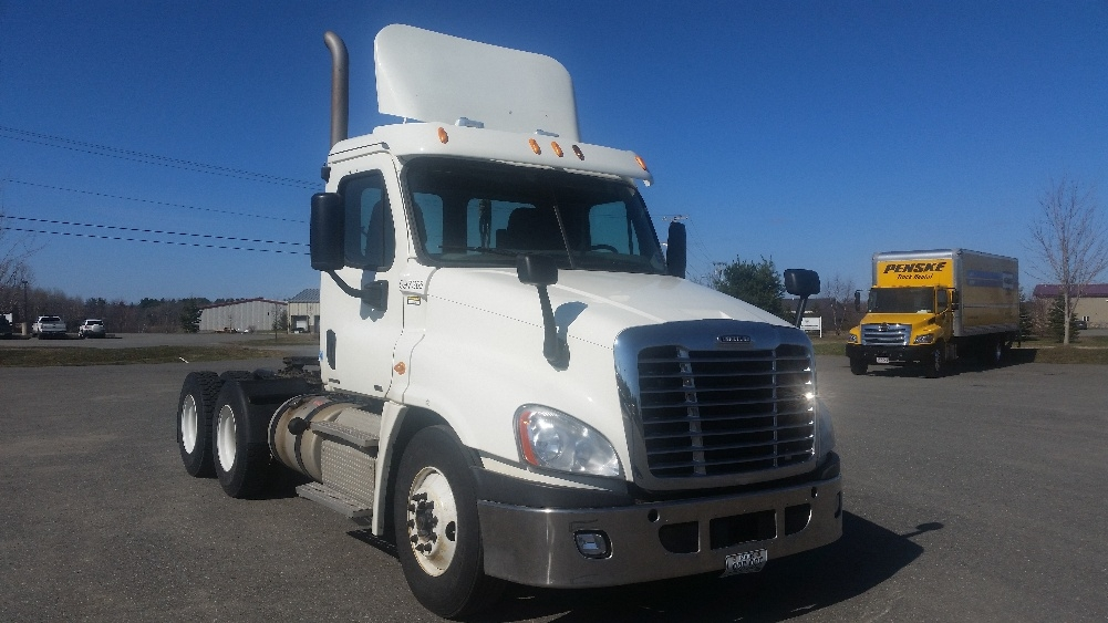 Day Cab Tractor-Heavy Duty Tractors-Freightliner-2011-Cascadia 12564ST-HAMPDEN-ME-327,370 miles-$41,250