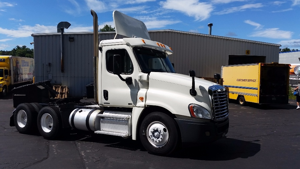 Day Cab Tractor-Heavy Duty Tractors-Freightliner-2011-Cascadia 12564ST-FITCHBURG-MA-278,893 miles-$33,000