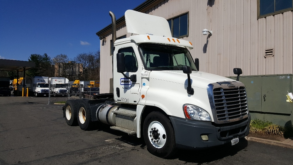 Day Cab Tractor-Heavy Duty Tractors-Freightliner-2011-Cascadia 12564ST-CAPITOL HEIGHTS-MD-290,575 miles-$39,750