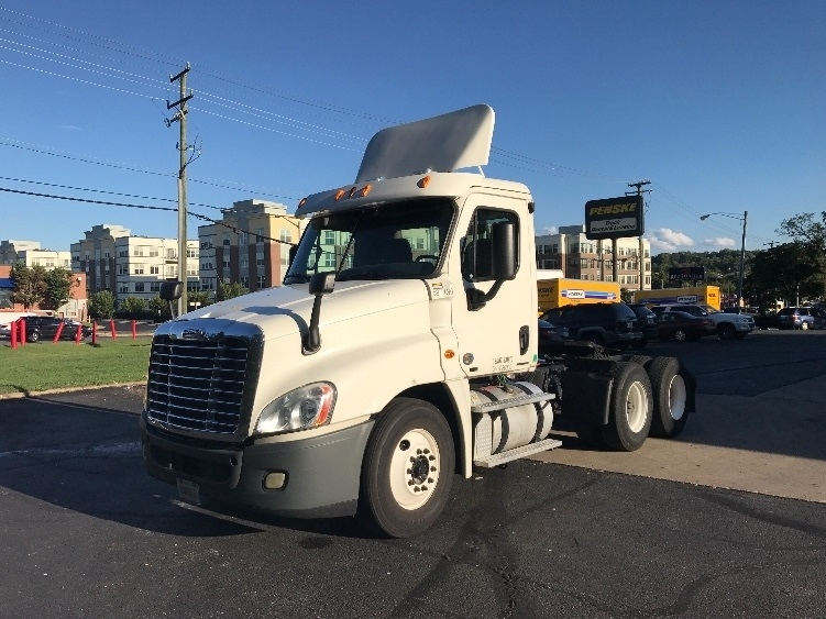Day Cab Tractor-Heavy Duty Tractors-Freightliner-2011-Cascadia 12564ST-CAPITOL HEIGHTS-MD-352,541 miles-$30,000