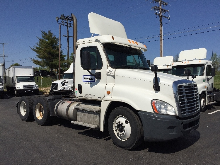 Day Cab Tractor-Heavy Duty Tractors-Freightliner-2011-Cascadia 12564ST-ESSEX-MD-540,780 miles-$28,000