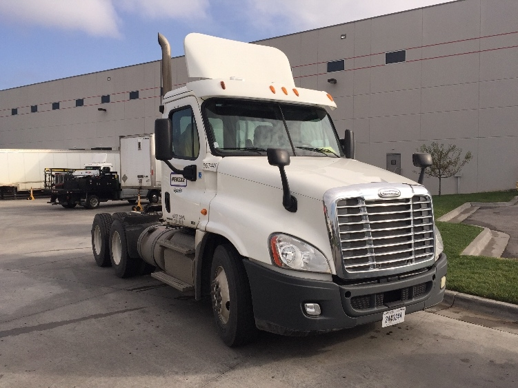 Day Cab Tractor-Heavy Duty Tractors-Freightliner-2011-Cascadia 12564ST-KANSAS CITY-MO-302,545 miles-$30,750