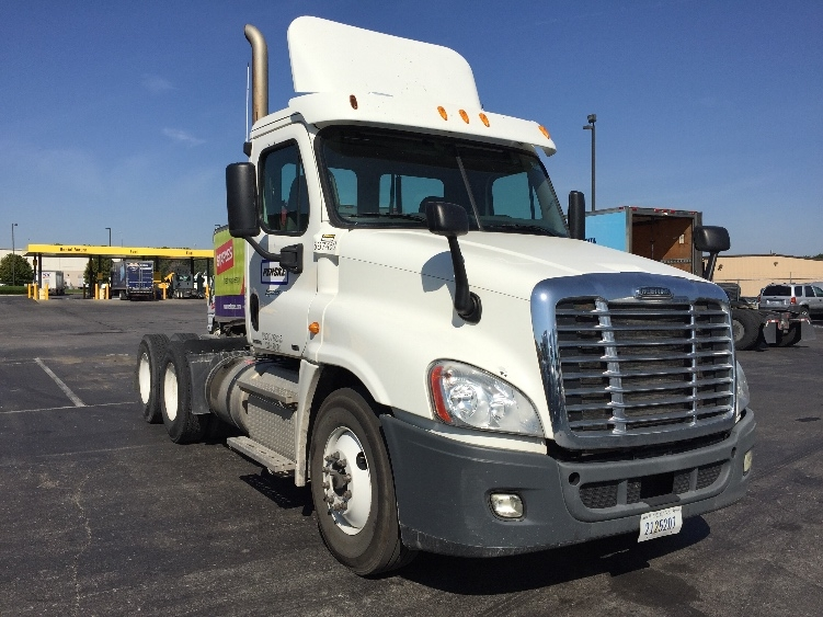 Day Cab Tractor-Heavy Duty Tractors-Freightliner-2011-Cascadia 12564ST-KANSAS CITY-MO-379,091 miles-$32,500