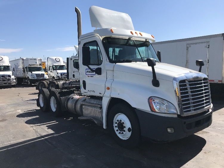 Day Cab Tractor-Heavy Duty Tractors-Freightliner-2011-Cascadia 12564ST-KANSAS CITY-MO-280,854 miles-$32,000
