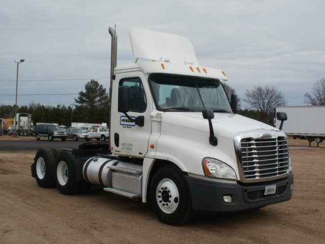 Day Cab Tractor-Heavy Duty Tractors-Freightliner-2011-Cascadia 12564ST-RICHLAND-MS-383,806 miles-$31,750