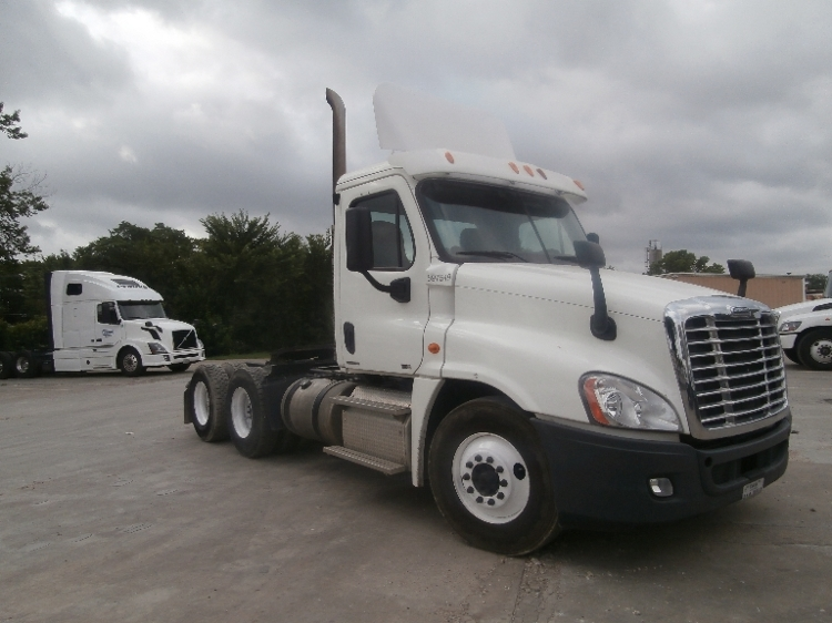 Day Cab Tractor-Heavy Duty Tractors-Freightliner-2011-Cascadia 12564ST-DALLAS-TX-485,735 miles-$30,250