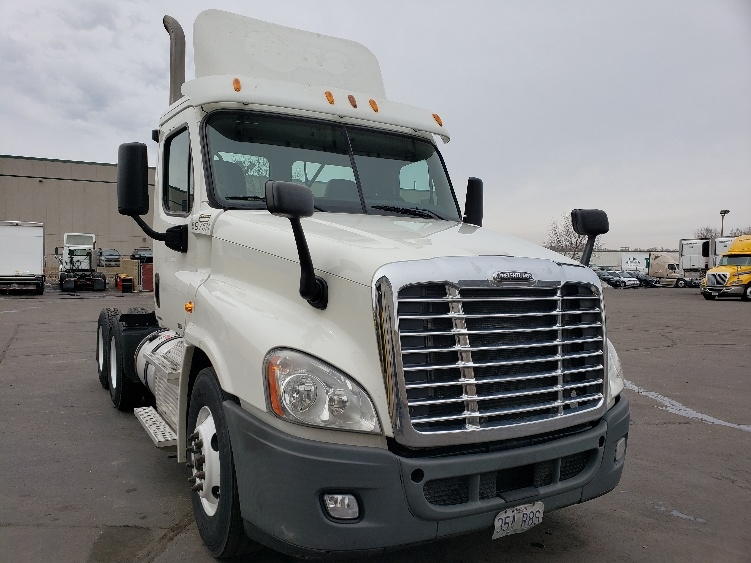 Day Cab Tractor-Heavy Duty Tractors-Freightliner-2011-Cascadia 12564ST-EAGAN-MN-413,691 miles-$32,750