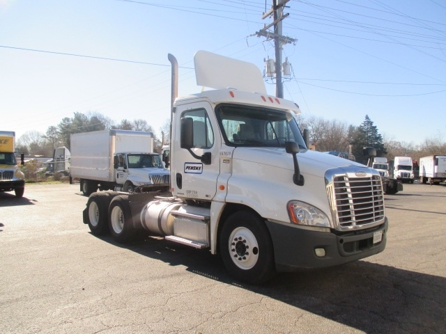 Day Cab Tractor-Heavy Duty Tractors-Freightliner-2011-Cascadia 12564ST-GREENVILLE-SC-365,493 miles-$44,000