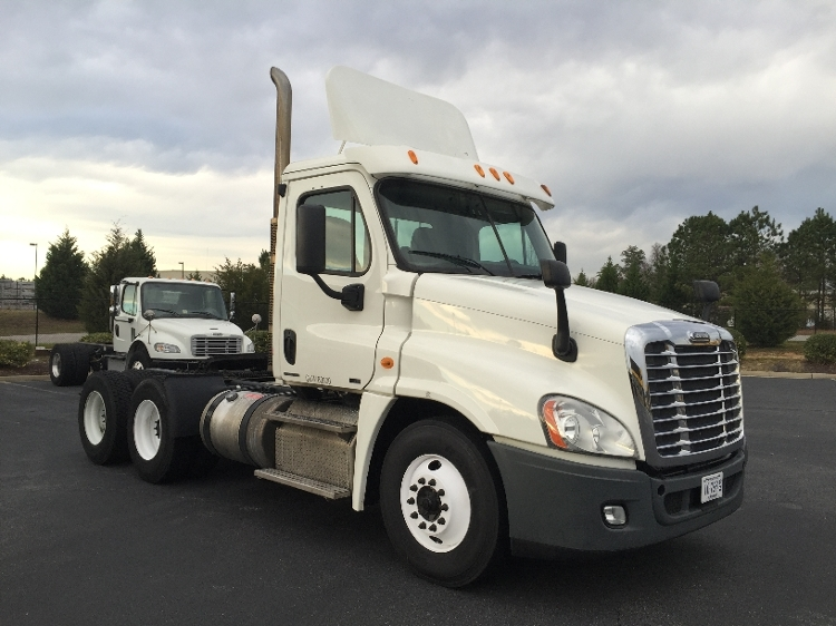 Day Cab Tractor-Heavy Duty Tractors-Freightliner-2011-Cascadia 12564ST-CHESTER-VA-439,363 miles-$32,000