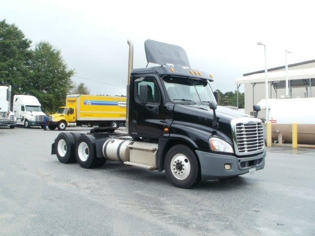 Day Cab Tractor-Heavy Duty Tractors-Freightliner-2011-Cascadia 12564ST-VILLA RICA-GA-292,248 miles-$37,500
