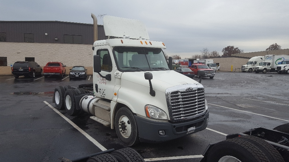 Day Cab Tractor-Heavy Duty Tractors-Freightliner-2011-Cascadia 12564ST-LOUISVILLE-KY-436,540 miles-$30,750