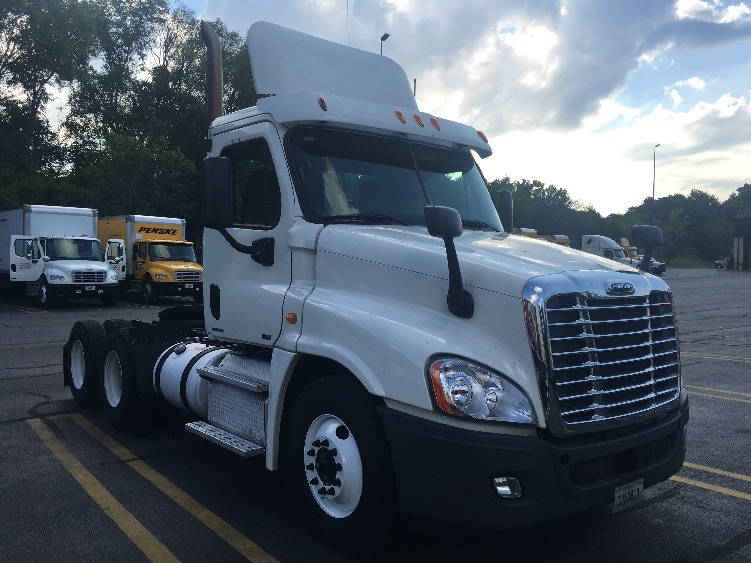 Day Cab Tractor-Heavy Duty Tractors-Freightliner-2011-Cascadia 12564ST-KNOXVILLE-TN-697,781 miles-$29,750