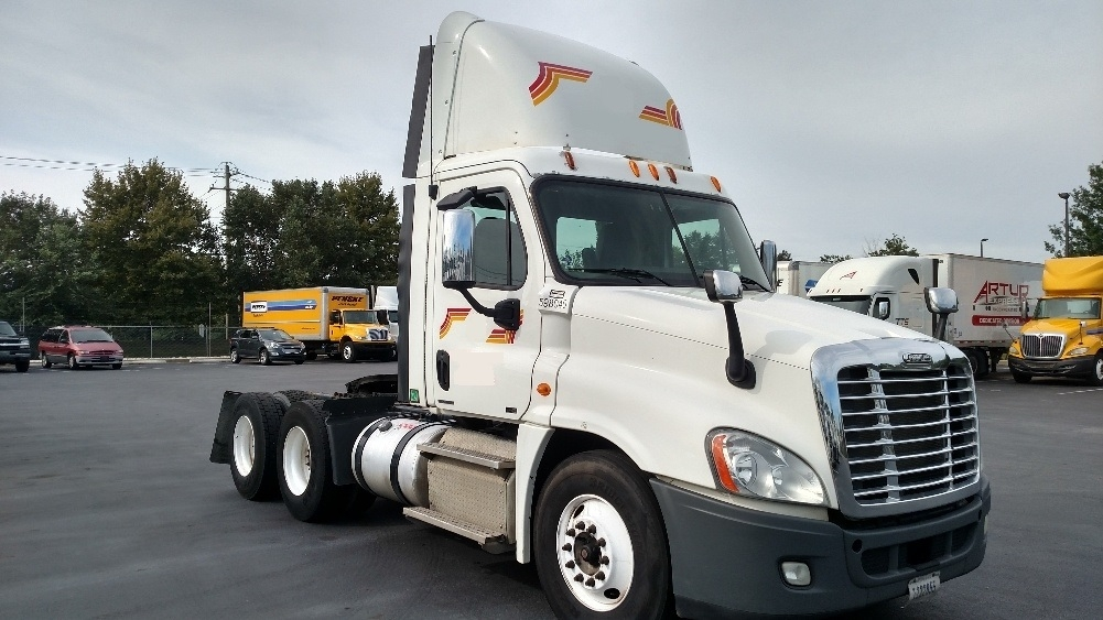 Day Cab Tractor-Heavy Duty Tractors-Freightliner-2011-Cascadia 12564ST-NEW CASTLE-DE-402,387 miles-$33,750