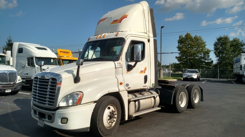 Day Cab Tractor-Heavy Duty Tractors-Freightliner-2011-Cascadia 12564ST-NEW CASTLE-DE-296,849 miles-$29,500