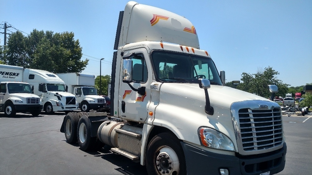 Day Cab Tractor-Heavy Duty Tractors-Freightliner-2011-Cascadia 12564ST-NEW CASTLE-DE-433,667 miles-$32,500