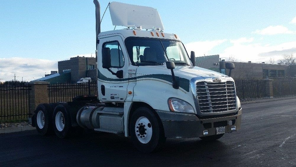 Day Cab Tractor-Heavy Duty Tractors-Freightliner-2011-Cascadia 12564ST-STE-FOY-PQ-446,443 km-$46,000
