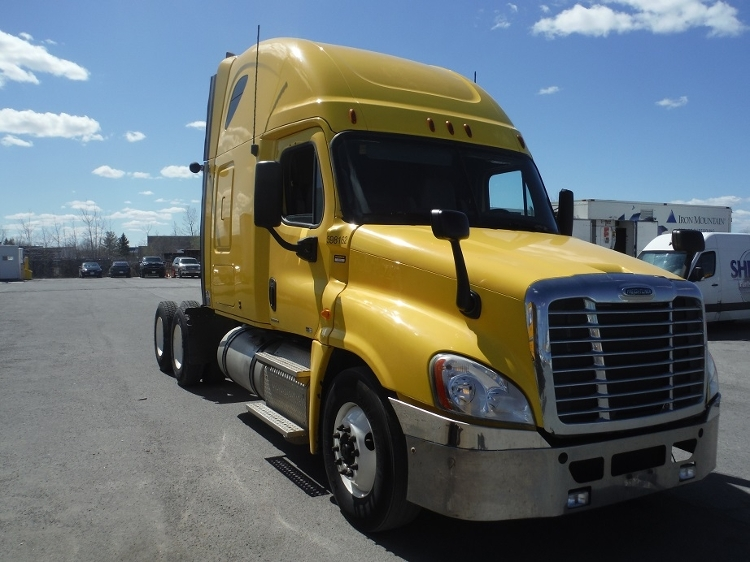 Sleeper Tractor-Heavy Duty Tractors-Freightliner-2011-Cascadia 12564ST-MISSISSAUGA-ON-902,875 km-$34,750