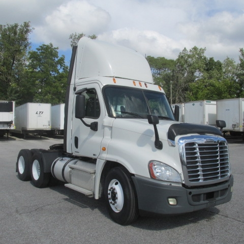 Day Cab Tractor-Heavy Duty Tractors-Freightliner-2011-Cascadia 12564ST-FORT WAYNE-IN-441,023 miles-$32,750