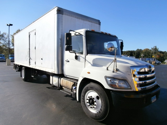 Medium Duty Box Truck-Light and Medium Duty Trucks-Hino-2011-338-EAST WINDSOR-CT-206,190 miles-$14,000