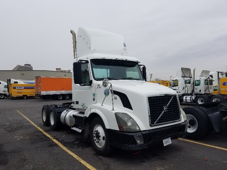 Day Cab Tractor-Heavy Duty Tractors-Volvo-2011-VNL64T300-SPARKS-NV-535,034 miles-$30,250