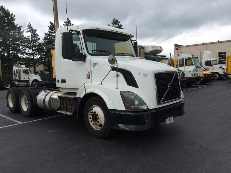 Day Cab Tractor-Heavy Duty Tractors-Volvo-2011-VNL64T300-CARLISLE-PA-403,261 miles-$24,250