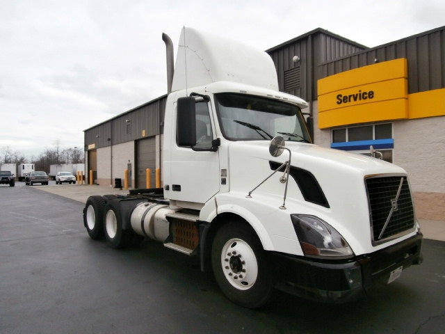 Day Cab Tractor-Heavy Duty Tractors-Volvo-2011-VNL64T300-ELMSFORD-NY-273,345 miles-$30,750
