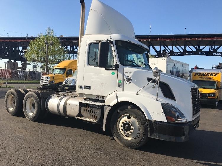 Day Cab Tractor-Heavy Duty Tractors-Volvo-2011-VNL64T300-SOUTH KEARNY-NJ-200,857 miles-$30,750