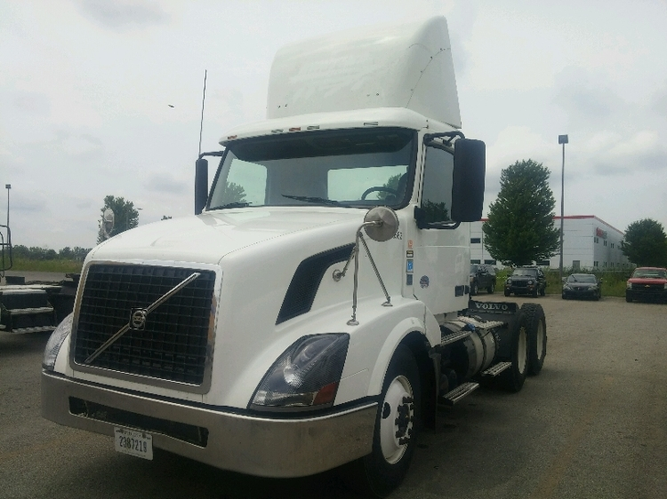 Day Cab Tractor-Heavy Duty Tractors-Volvo-2011-VNL64T300-HOLLAND-MI-586,497 miles-$26,750