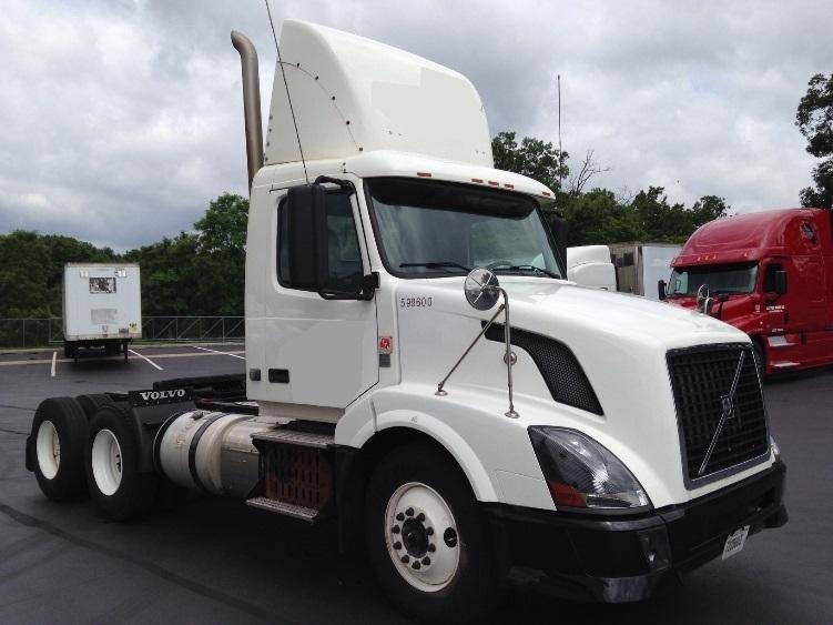 Day Cab Tractor-Heavy Duty Tractors-Volvo-2011-VNL64T300-CARLISLE-PA-304,951 miles-$22,500