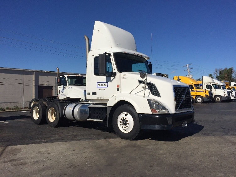 Day Cab Tractor-Heavy Duty Tractors-Volvo-2011-VNL64T300-LITTLE ROCK-AR-335,339 miles-$37,000
