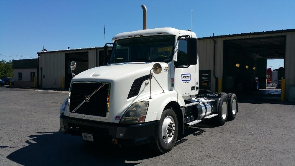 Day Cab Tractor-Heavy Duty Tractors-Volvo-2011-VNL64T300-ATLANTA-GA-283,083 miles-$41,750