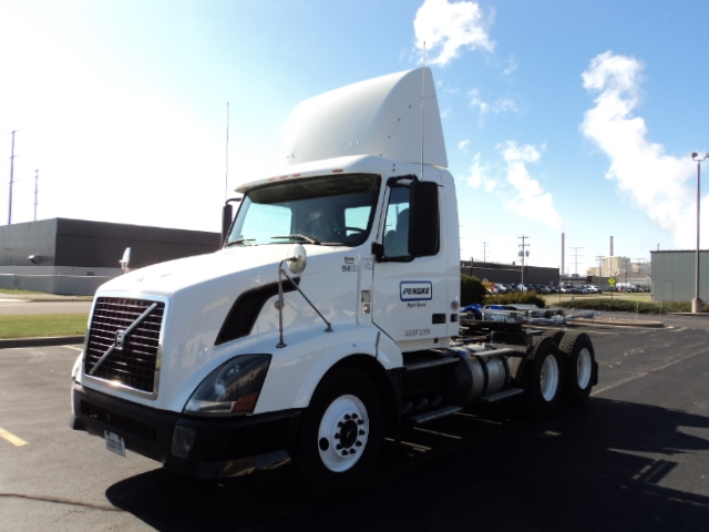 Day Cab Tractor-Heavy Duty Tractors-Volvo-2011-VNL64T300-ROTHSCHILD-WI-367,563 miles-$30,750