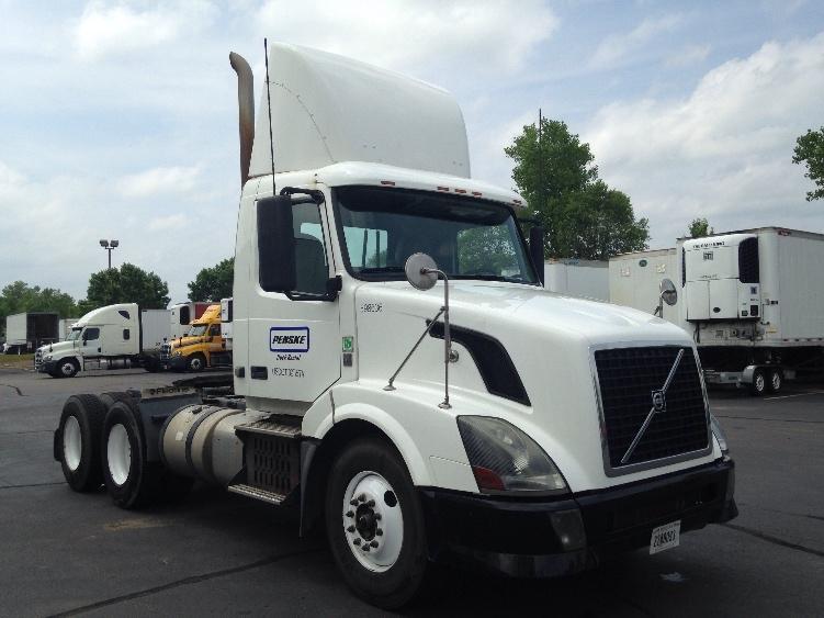 Day Cab Tractor-Heavy Duty Tractors-Volvo-2011-VNL64T300-EAGAN-MN-419,735 miles-$34,250