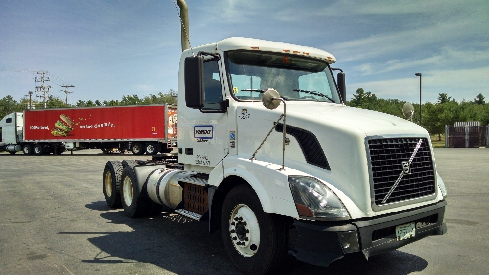 Day Cab Tractor-Heavy Duty Tractors-Volvo-2011-VNL64T300-SCARBOROUGH-ME-344,456 miles-$38,750
